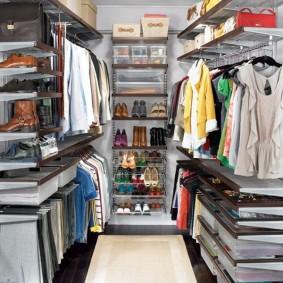 стеллажи для гардеробной комнаты виды