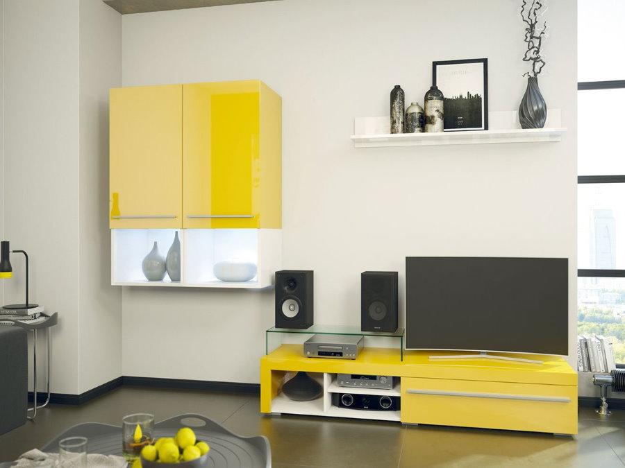 Желтые фасады модульной мебели для гостиной