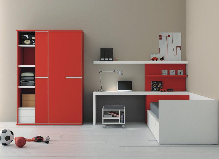 Красный шкаф в комплекте угловой стенки