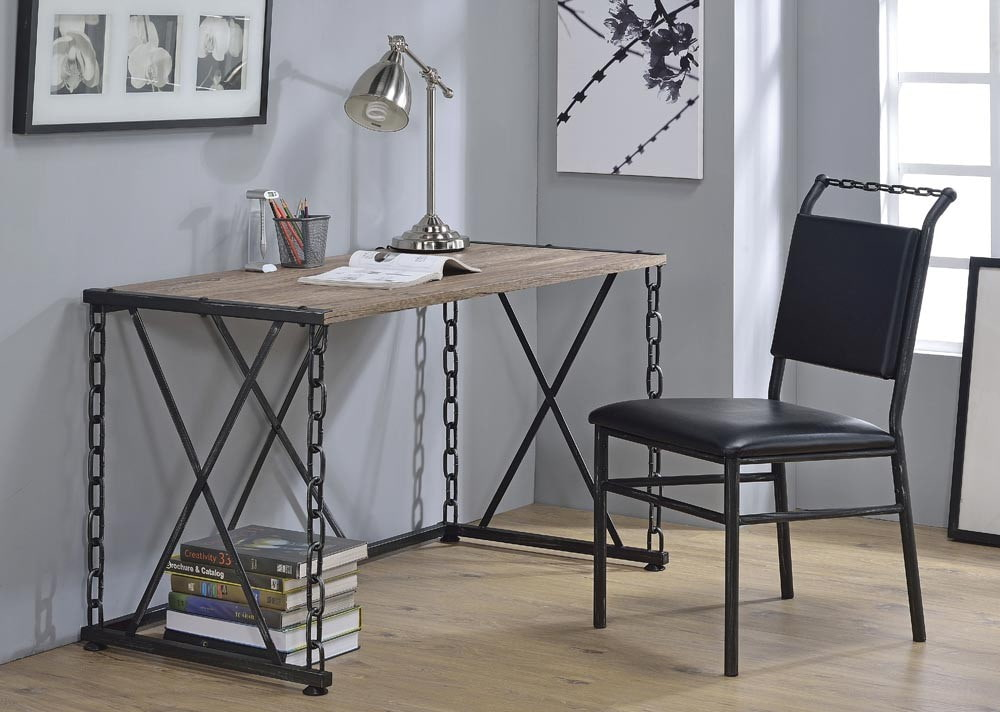 Кованный столик в комнате подростка