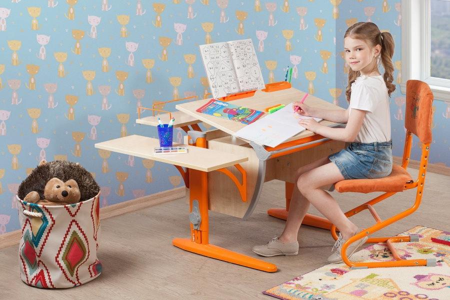 Стол-парта для ребенка школьного возраста