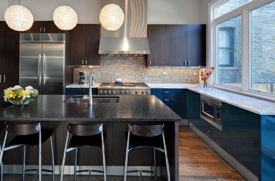 Каменная столешница вместо подоконника на кухне