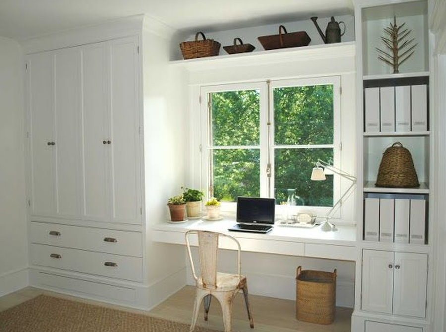 Консольный стол-подоконник белого цвета