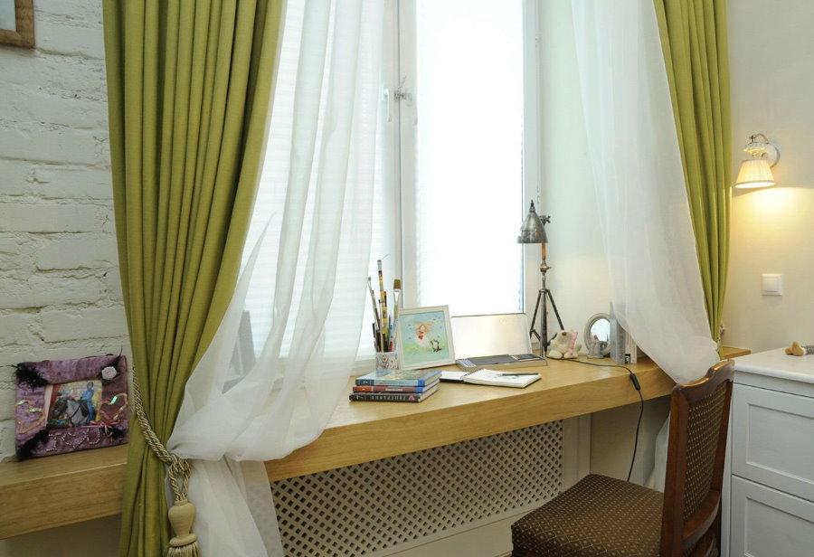 Письменный стол вместо подоконника в спальне