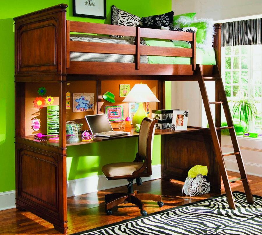 Деревянная кровать-чердак для мальчика-школьника