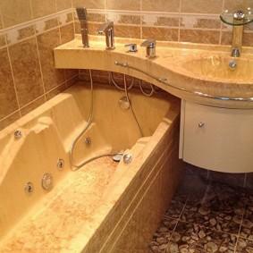столешница с раковиной над ванной