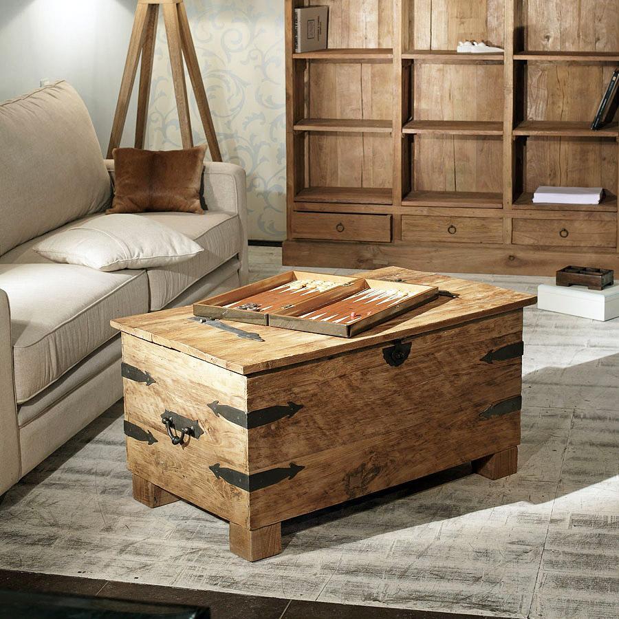 Деревянный ящик вместо журнального столика на даче