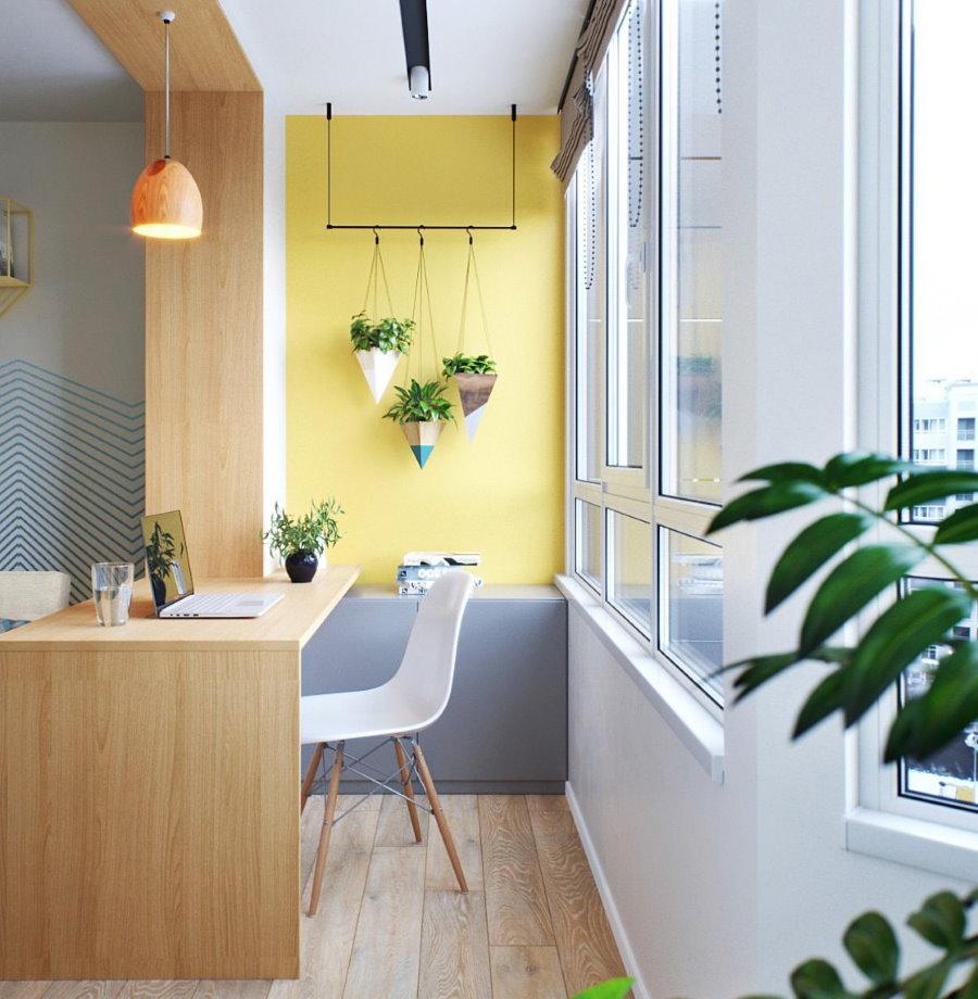 Удобный столик на месте балконного блока в кухне