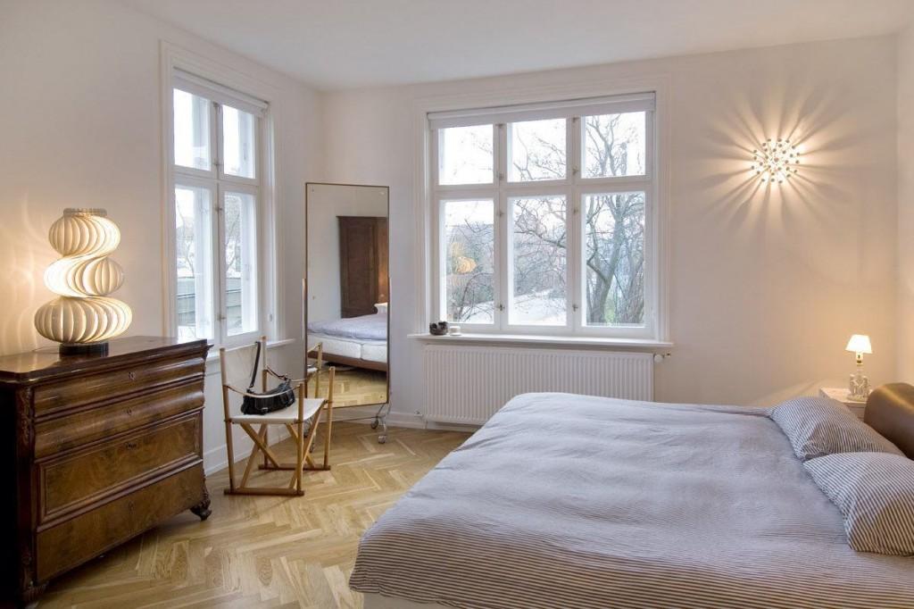 Освещение спальни без занавесок на окнах