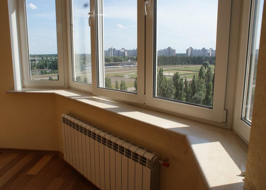 Батарея отопления на застекленном балконе