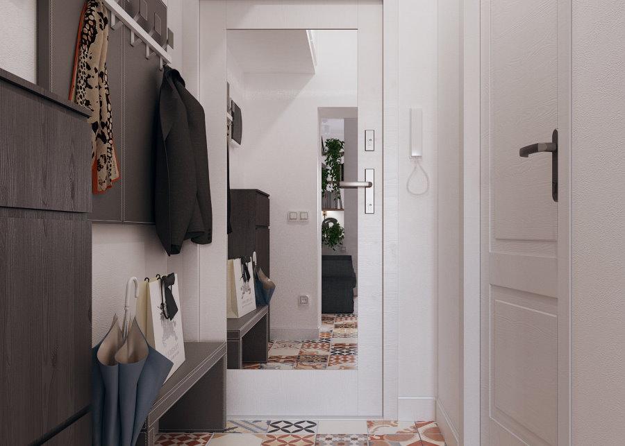 Меблировка небольшой прихожей с зеркалом на двери