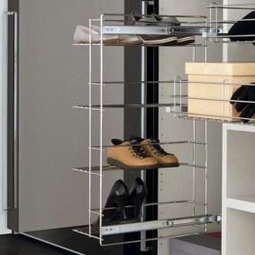 Удобная выдвижная полка для обуви