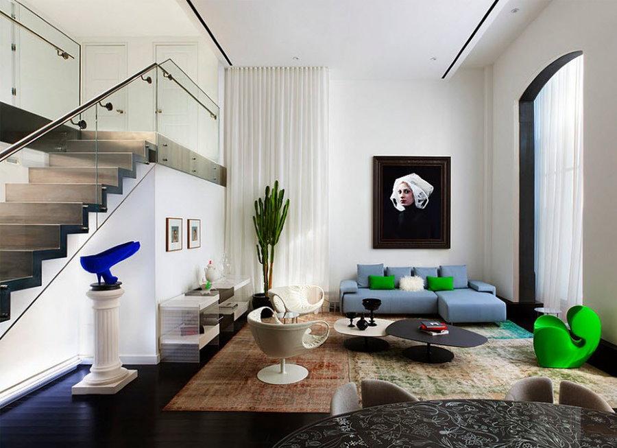 Декор гостиной в двухъярусной квартире
