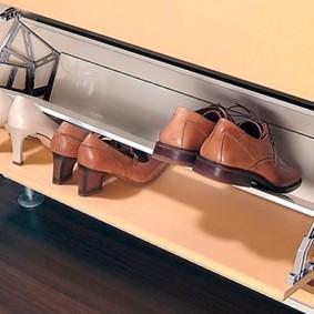 Откидной ящик для хранения обуви