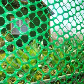 забор из сетки на даче виды