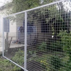 забор из сетки на даче идеи дизайн
