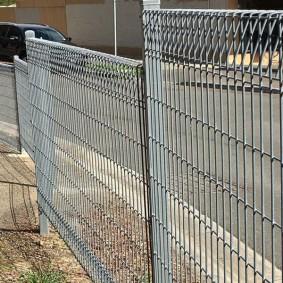 забор из сетки на даче идеи оформления