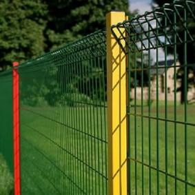 забор из сетки на даче виды дизайна