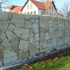 забор из сетки на даче виды оформления