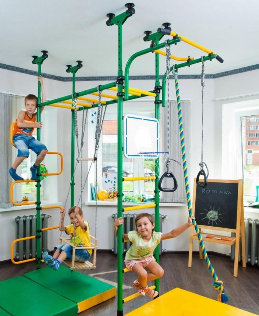 Детская комната для троих со спортивным уголком
