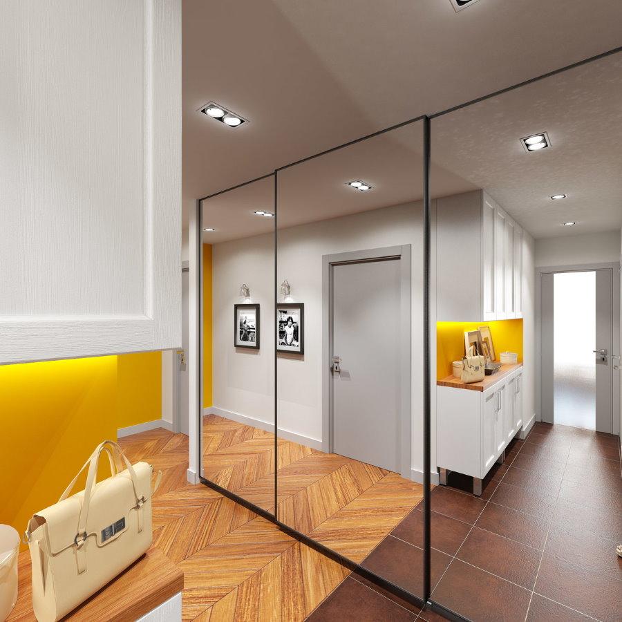 Зеркальный шкаф-купе в прихожей однокомнатной квартиры