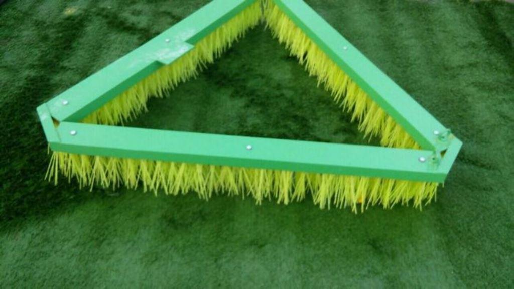 щётка для искусственной травы