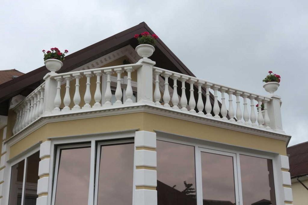 Дизайн двухэтажного дома с балконом в стиле классика
