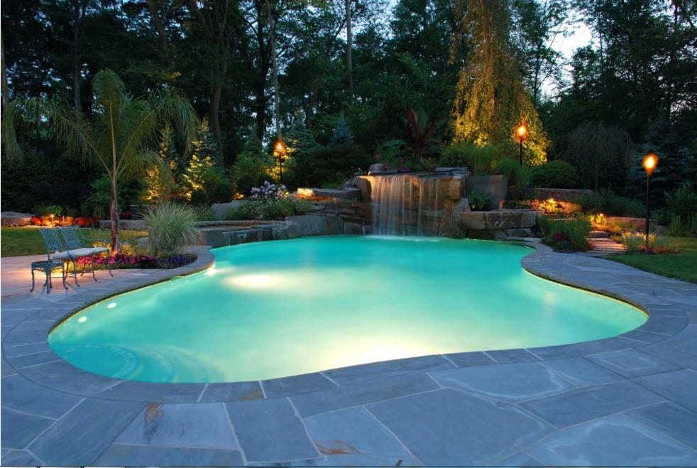 красивый бассейн на даче фото редко рисует