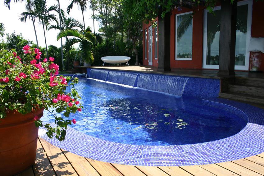 мозаичный бассейн для дачи