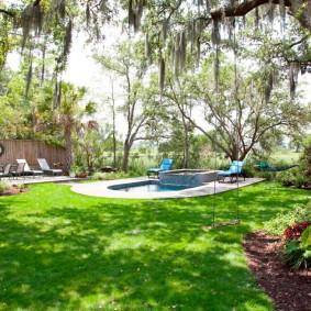 бассейн в саду на даче декор