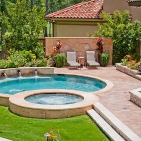 бассейн в саду на даче декор фото