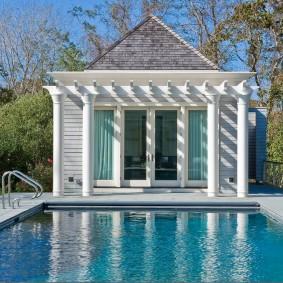 бассейн в саду на даче фото декора