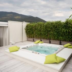 бассейн в саду на даче фото
