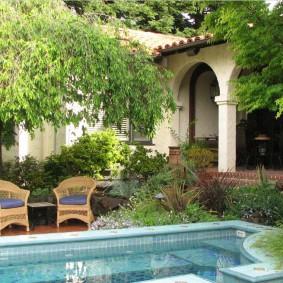 бассейн в саду на даче оформление