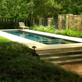 бассейн в саду на даче варианты идеи