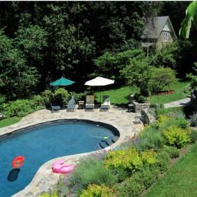 бассейн в саду на даче идеи варианты