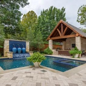 бассейн в саду на даче виды