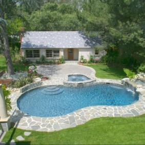 бассейн в саду на даче обзор фото