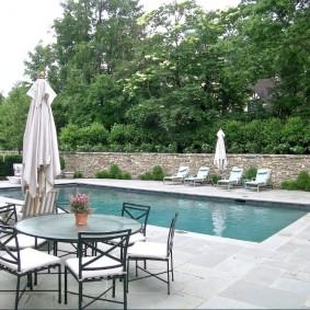 бассейн в саду на даче фото обзор