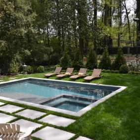 бассейн в саду на даче виды дизайна