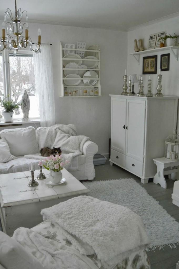 Уютная гостиная в стиле классики с белой мебелью