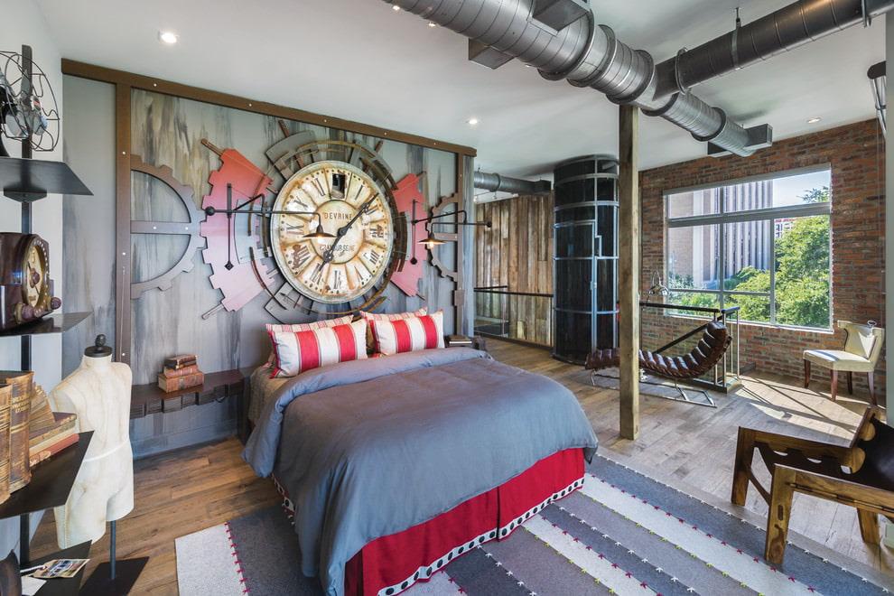 Декорирование часами стены в спальне лофтной стилистики