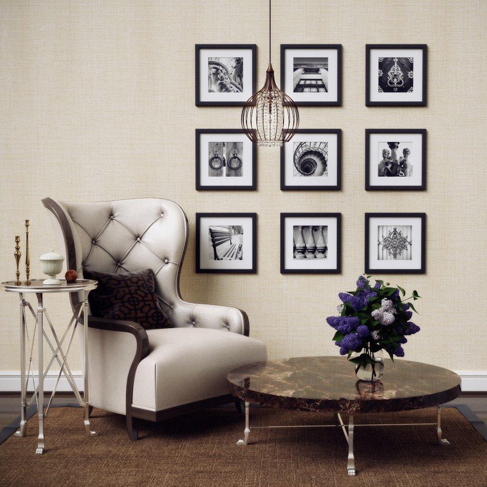Мягкое кресло с высокой спинкой у стены с фотографиями