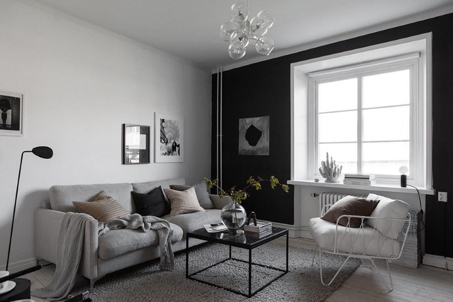 Черная стена в гостиной скандинавского стиля