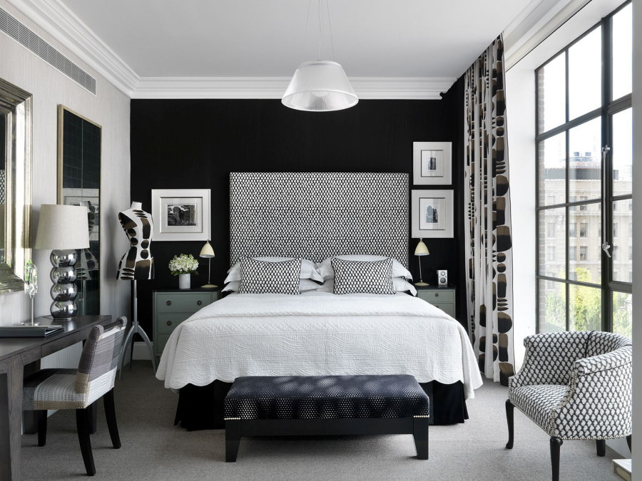 Французское окно в интерьере спальни