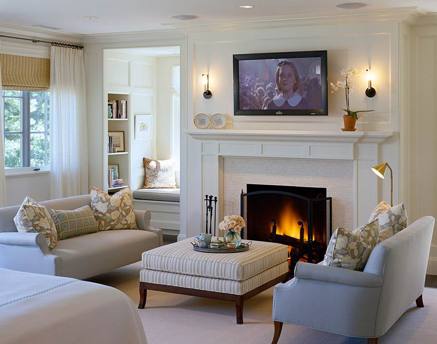 Место для телевизора в гостиной комнате с камином