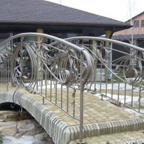 декоративный мостик для дачи идеи оформления