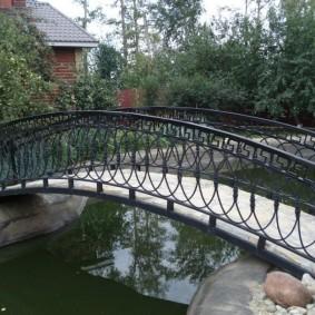 декоративный мостик для дачи варианты оформления