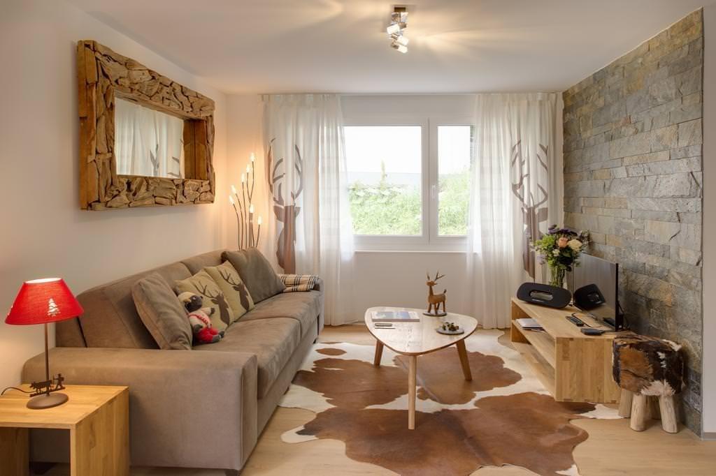Деревянный декор в гостиной эко стиля
