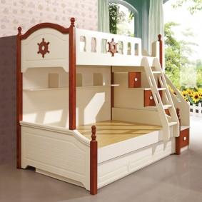 детская кровать из массива дерева декор фото